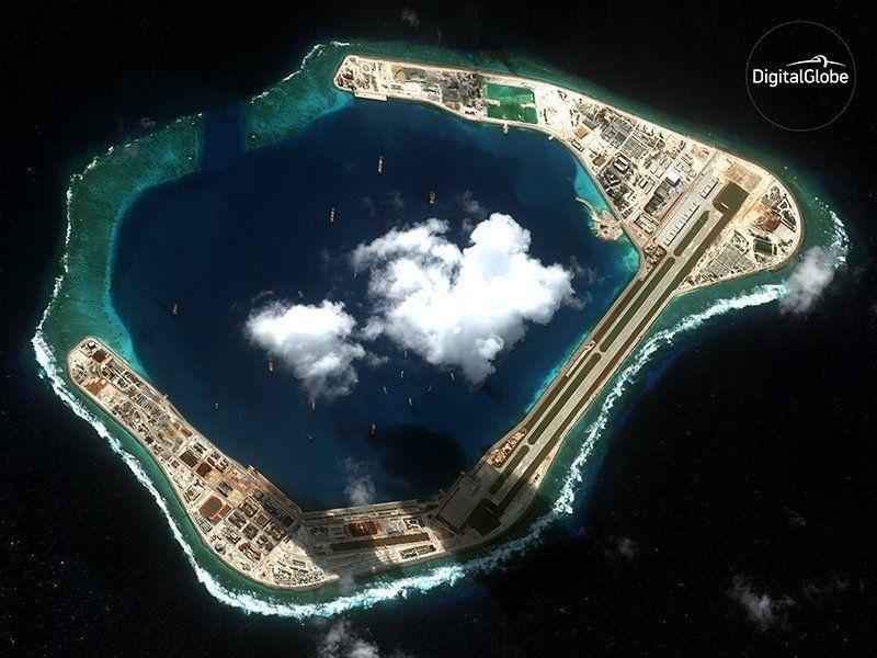 WorldView-4-китайская база в Южно-Китайском море.jpg