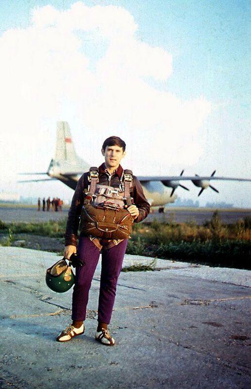 Oleg-paraschutist_An-12_1979_copy.jpg